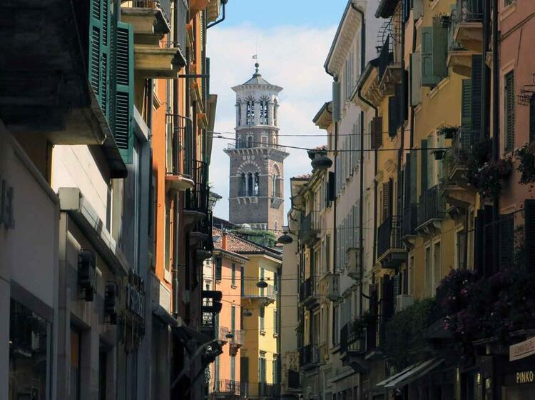 71 Einkaufsstrasse Via Mazzini Mit Torre Dei Lamberti