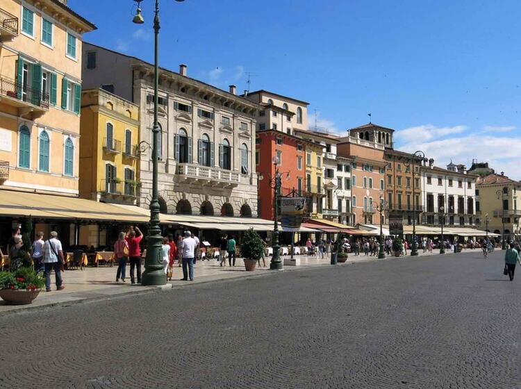 72 Verona Piazza Bra