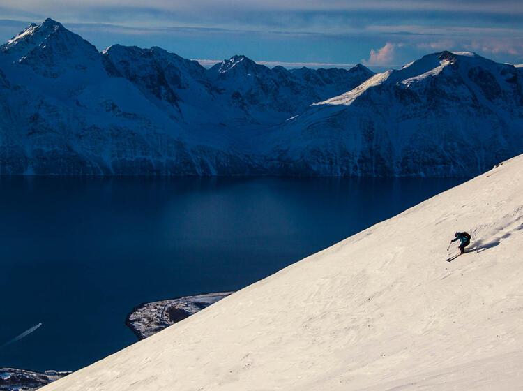 Abfahrtsgenuss In Norwegen Bei Der Skitourenreise In Die Lyngenalpen Bei Tromso