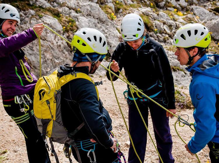 Abseilen Und Sicherungstechnik Erlernen Am Kletterkurs