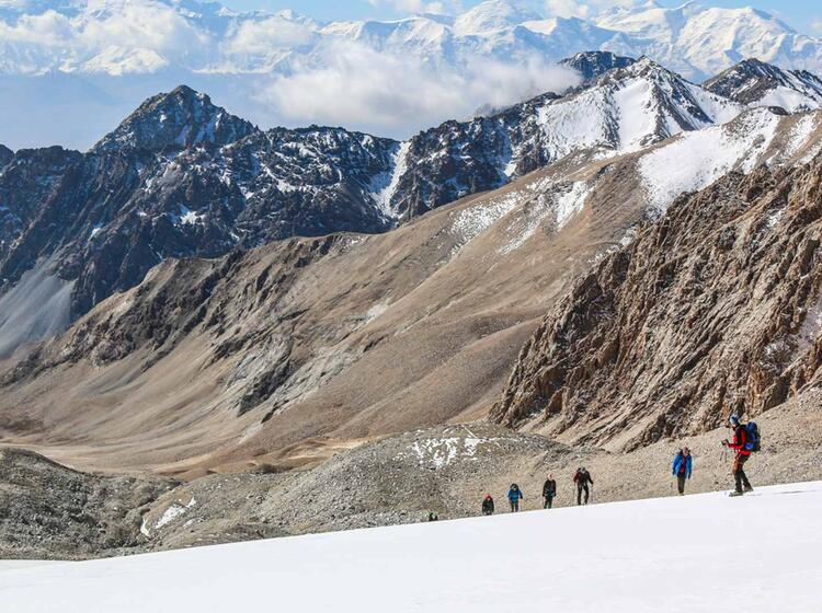 Abstieg Vom Gipfel Am Trekking Basecamp Pik Lenin