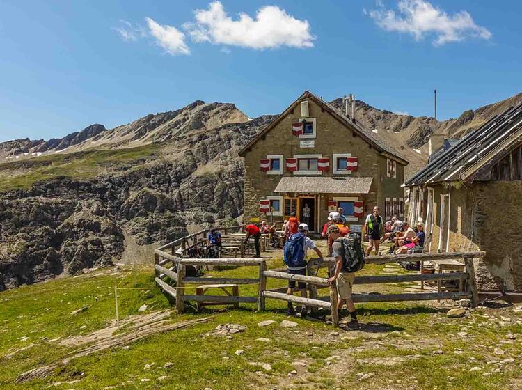 Alpenueberquerung Auf Der Salmhuette Am Grossglockner