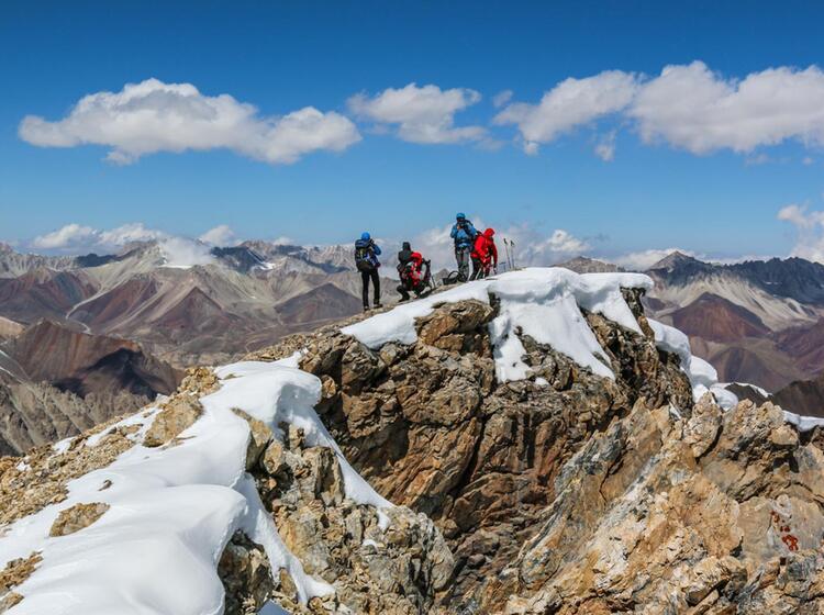 Am Gipfel Des Ersten 5000er In Kirgistan Am Pik Lenin Basecamp Trek