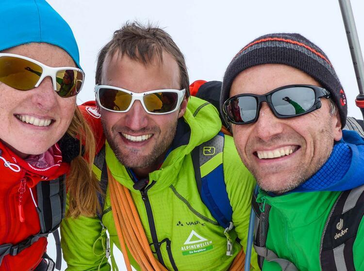 Am Gipfel Des Lyskamm Mit Bergfuehrer