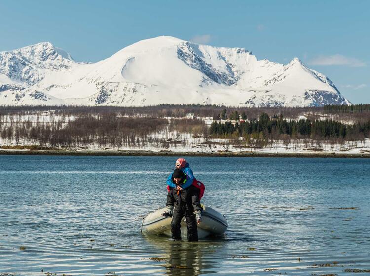 Anlegen Zur Skitour Mit Dem Schlauchboot