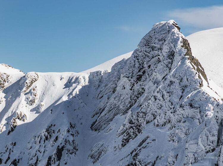 Anspruchsvolle Skitouren In Rumaenien Mit Bergfuehrer In Die Karpaten