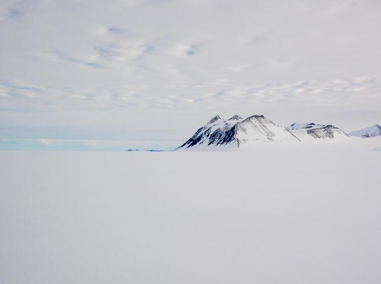 Antarktische Landschaft Mit Bergen