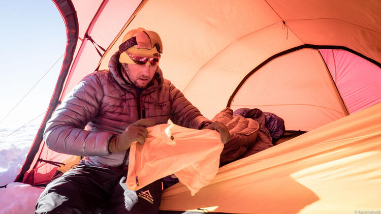 Aufblasen Der Exped Matte In Der Antarktis