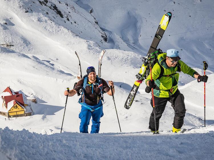 Aufstieg Auf Der Ersten Skitour In Den Karpaten