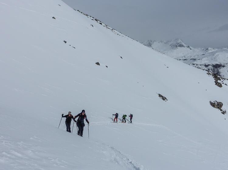 Aufstieg Zu Den Gipfeln Mit Tourenski Im Val Muestair