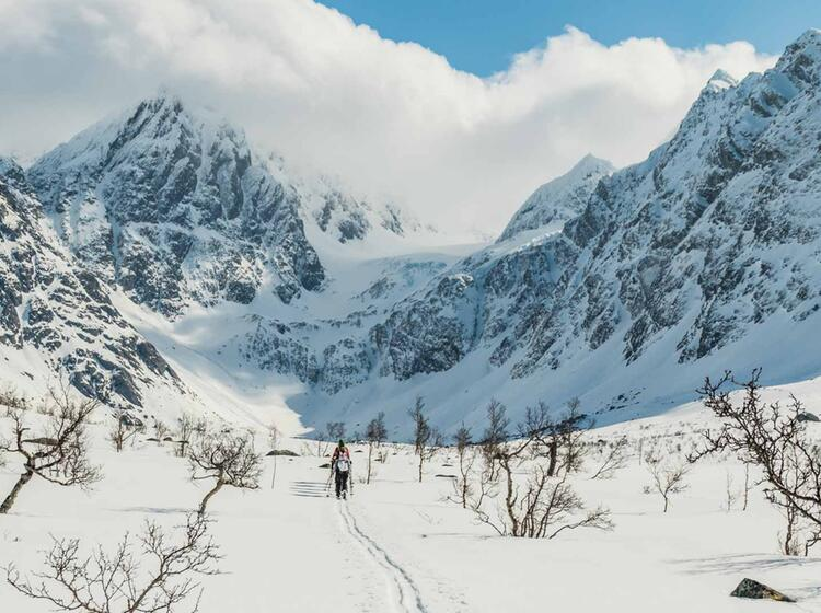 Aufstieg Zum Tafeltinden Beim Skitouren In Den Lyngenalpen