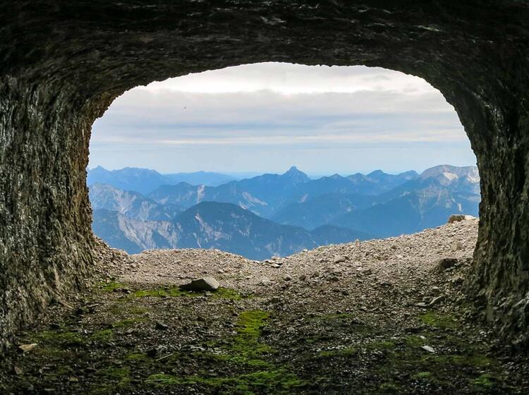 Ausblick Aus Dem Zugspitztunnel In Der Klettertour Durch Die Nordwand Der Zugspitze Eisenzeit