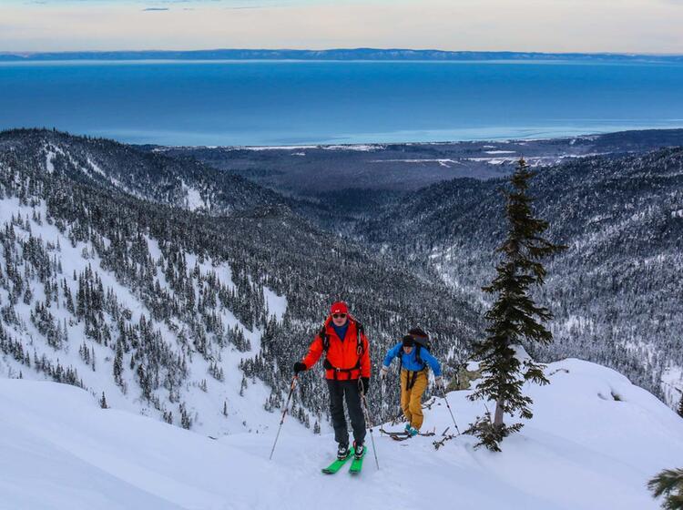 Bei Den Skitouren In Sibirien Immer Im Blick Der Baikalsee