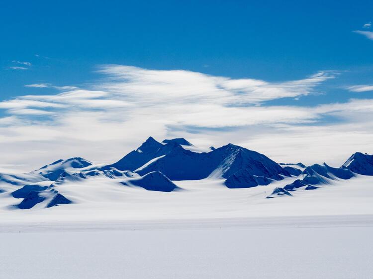 Berge Und Wolken Verschwimmen Im Eis