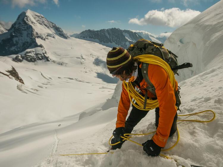 Bergfuehrer Beim Abseilen An Der Jungfrau Im Berner Oberland