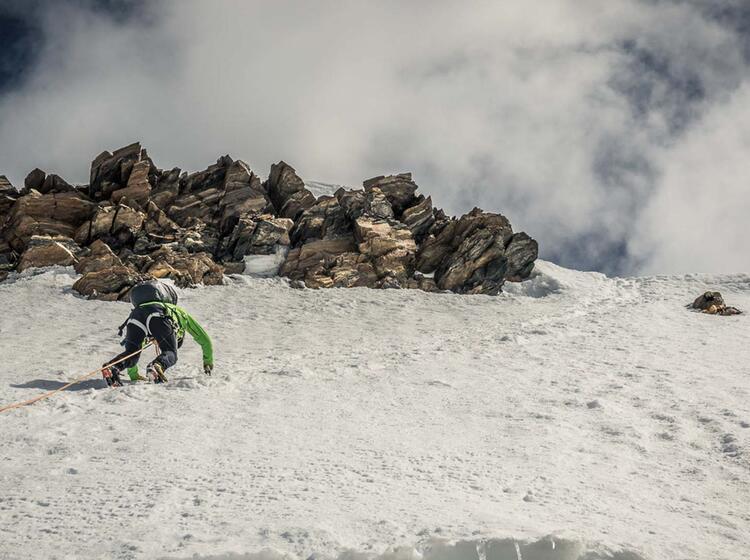 Bergfuehrer Im Vorstieg Zur Dufourspitze