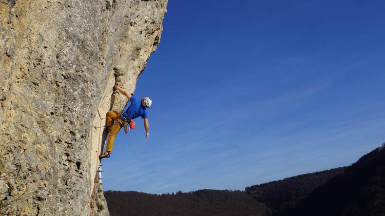 Bergfuehrer Jan Beim Klettern In Den Dolomiten