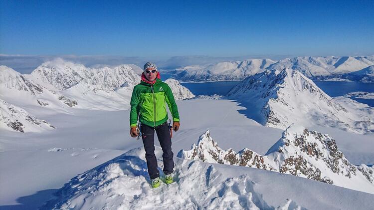 Bergfuehrer Joerg Rauschenberger Auf Dem Tafeltinden In Den Lyngen Alpen Skitourenreise Norwegen
