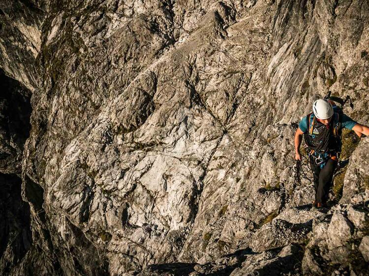 Bergfuehrer Klettert In Der Ostwand Am Watzmann