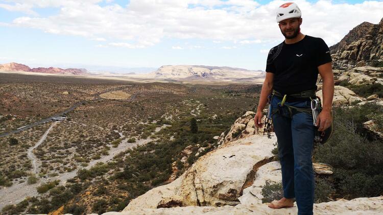 Bergfuehrer Manuel Haff Beim Klettern Auf Sardinien