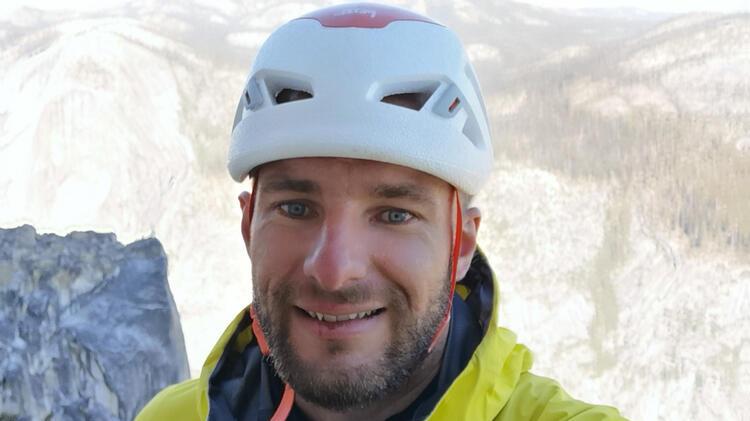 Bergfuehrer Manuel Haff Beim Klettern In Den Tiroler Alpen