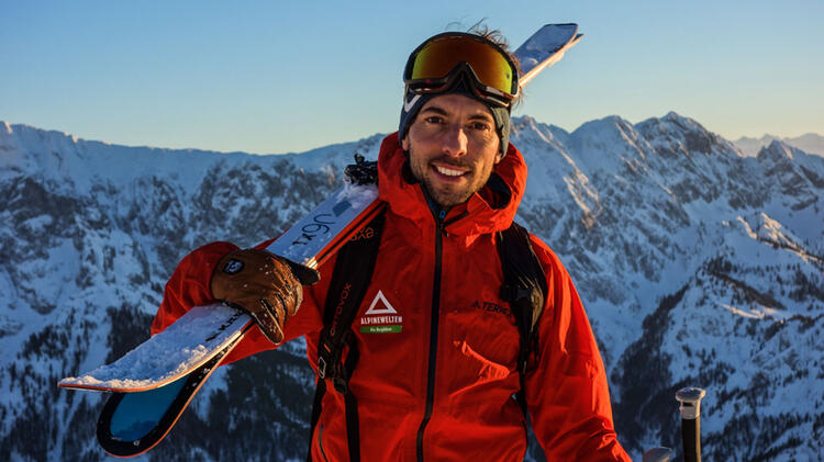 Bergfuehrer Markus Dillmann Auf Skitour In Den Kitzbueheler Alpen