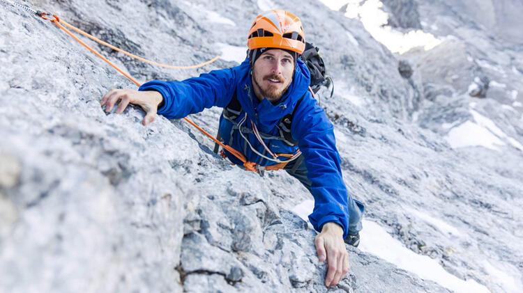 Bergfuehrer Michael Bueckers Beim Klettern Auf Dem Kletterkurs