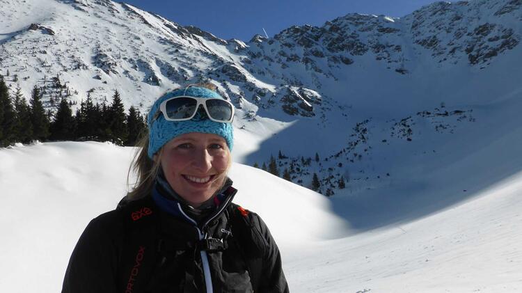 Bergfuehrerin Bianca Auf Skitdurchquerung In Der Silvretta