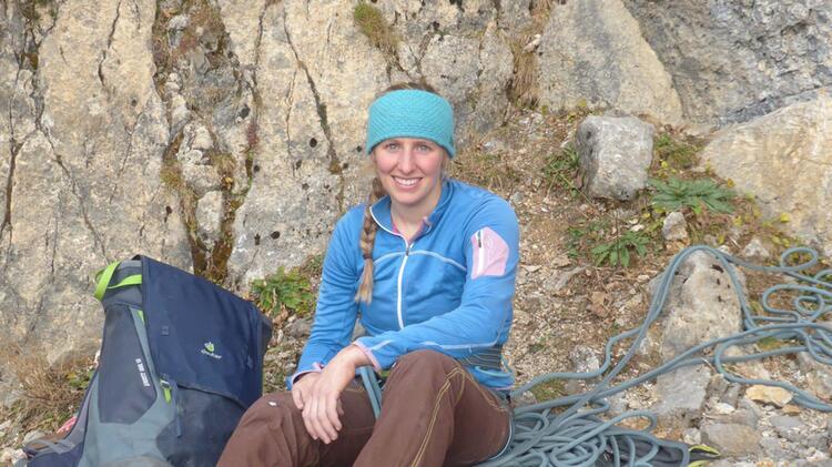 Bergfuehrerin Bianca Beim Klettern Im Tannheimer Tal