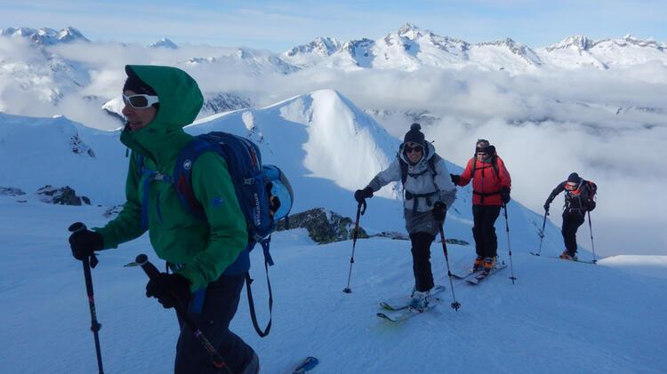 Bergfuehrerin Limmer Auf Skitour An Der Wildspitze