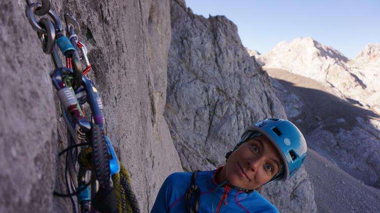 Bergfuehrerin Limmer Beim Klettern Im Oetztal