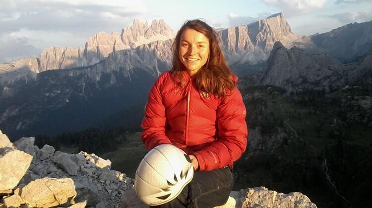 Bergfuehrerin Wolfgruber Ursi Begleitet Dich Beim Klettern In Den Dolomiten