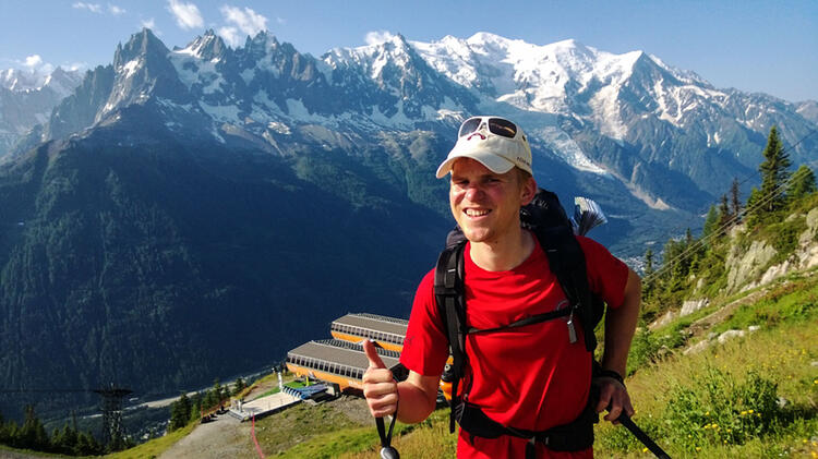 Bergwanderfuehrer Michael Beim Bergwandern In Den Dolomiten