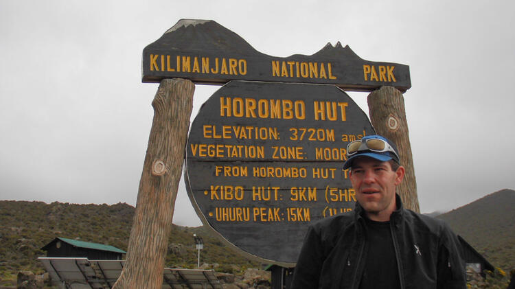 Bergwanderfuehrer Michael Willer Am Kilimanjaro