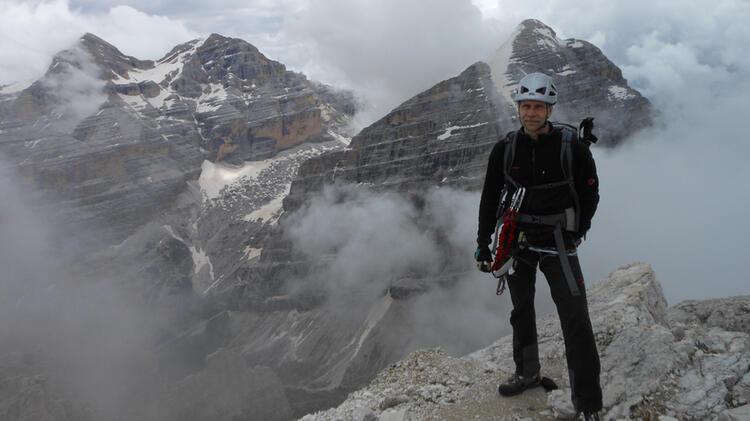 Bergwanderfuehrer Schill Auf Alpenueberquerung Zugspitze Meran