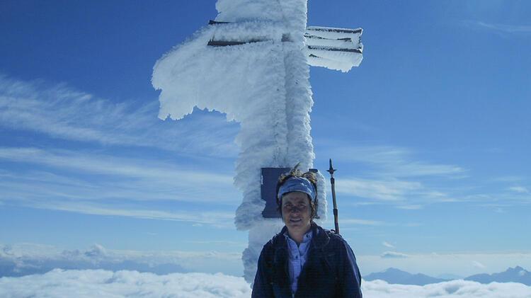 Bergwanderfuehrerin Angelika Neubauer Auf Tour Im Winter
