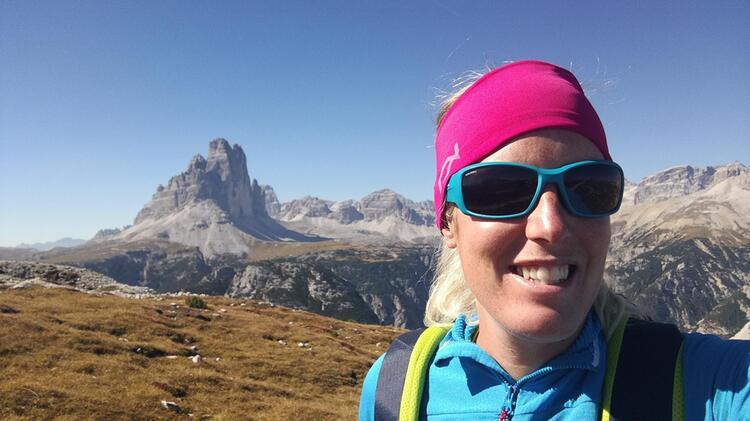 Bergwanderfuehrerin Angerer Auf Alpenueberquerung Vom Koenigssee Zu Den Drei Zinnen