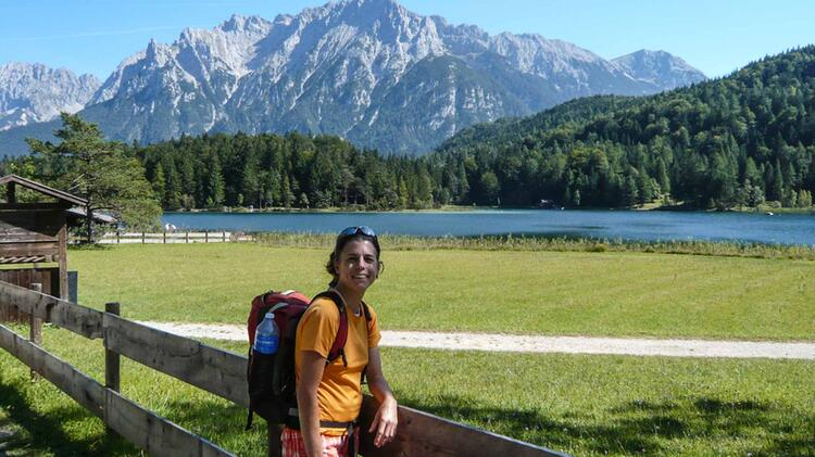 Bergwanderfuehrerin Julia Dietrich Auf Tour Von Huette Zu Huette