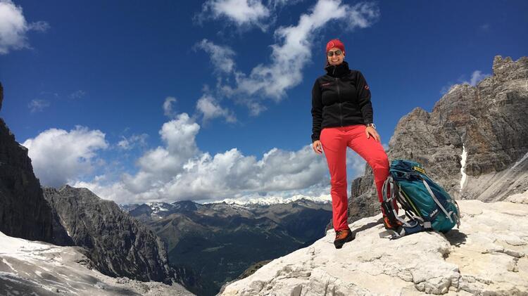 Bergwanderfuehrerin Kuehl Am Watzmann