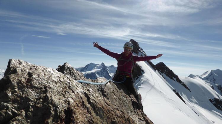 Bergwanderfuehrerin Sabine Auf Hochtour In Der Silvretta