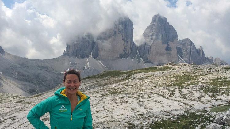 Bergwanderfuehrerin Sabine Walch Auf Der Alpenueberquerung Vom Watzmann Zu Den Drei Zinnen