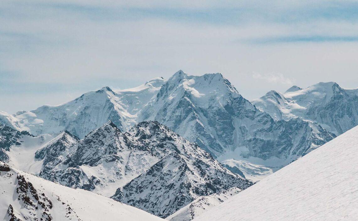 Blick Auf Die 5000er Gipfel In Kirgistan Bei Den Skitouren Im Himmelsgebirge