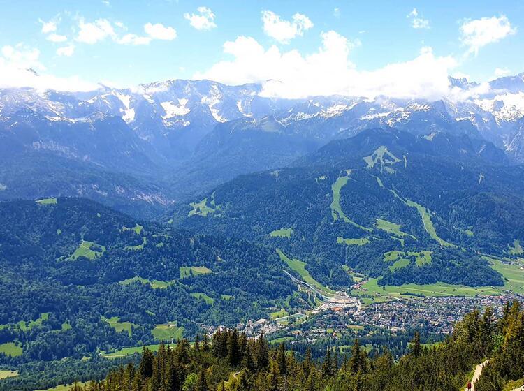 Blick Auf Garmisch Und Die Zugspitze Beim Wandern Am Wank