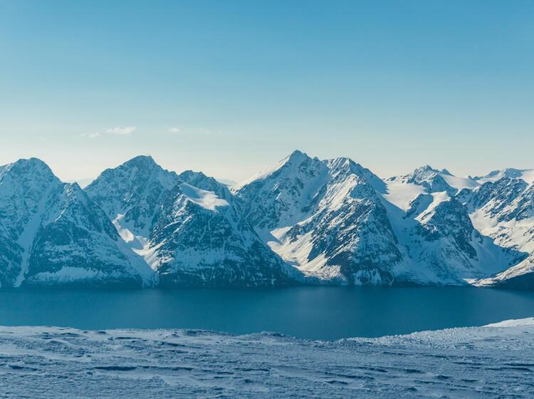 Blick Ueber Den Lyngen Fjord Von Der Skitour Storhaugen Mit Dem Boot