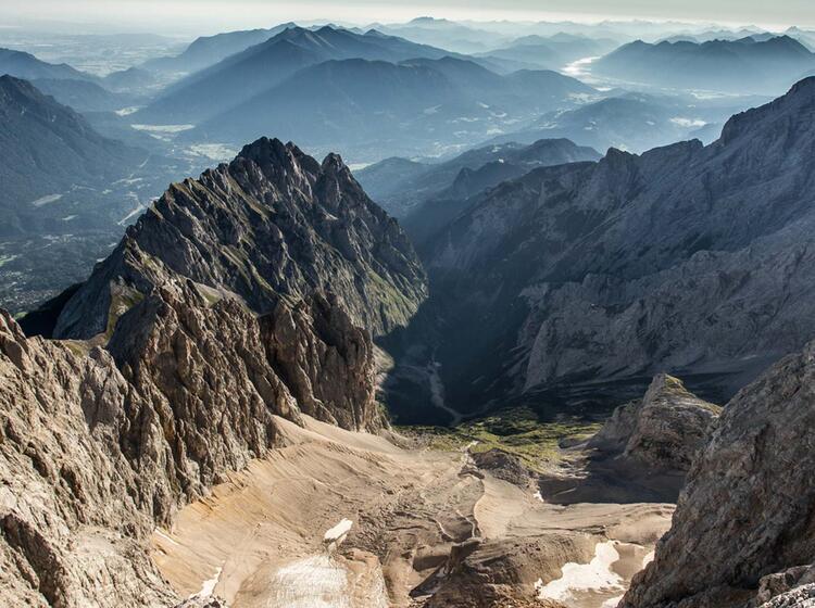 Blick Vom Jubliaeumsgrat Ins Hoellental Zum Klettersteig Auf Die Zugspitze