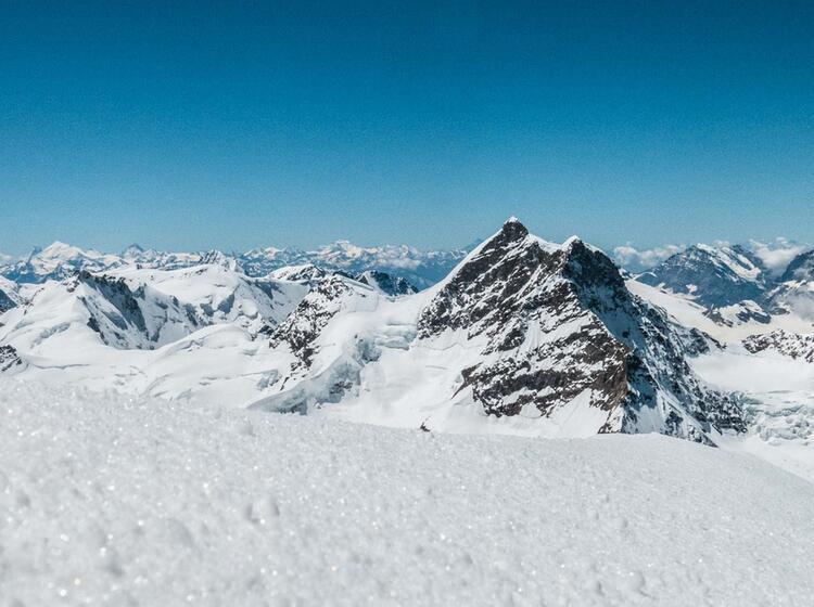 Blick Vom Moench Zur Jungfrau Auf Der Hochtour Mit Bergfuehrer