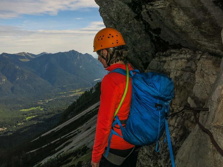 Blick Zum Eibsee Aus Der Eisenzeit In Der Zugspitz Nordwand