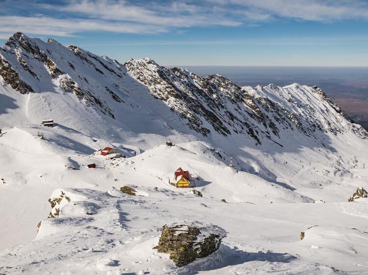 Blick Zur Balea Lac Huette Auf Der Skitourenreise In Die Rumaenischen Karpaten