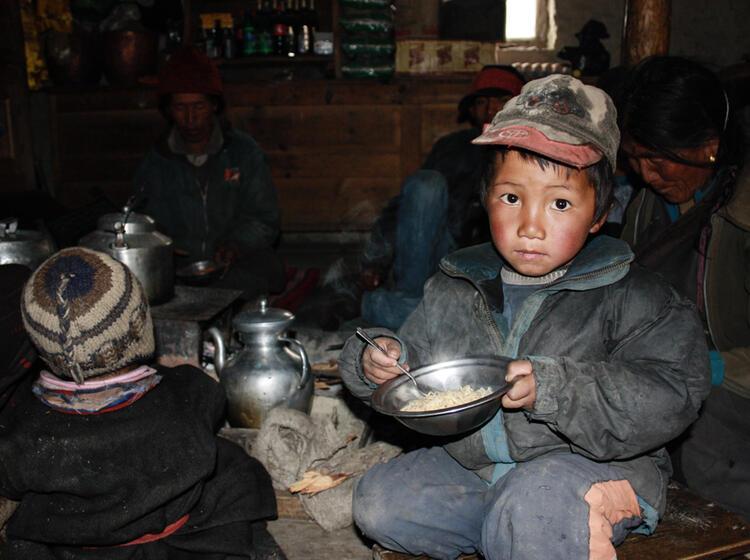 Buttertee Bei Tibetischen Familien