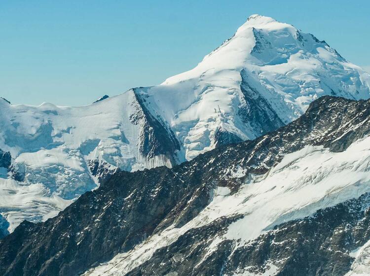 Das Aletschhorn Auf Der Anspruchvollen Hochtour Auf Den Eiger Ueber Den Mittellegigrat